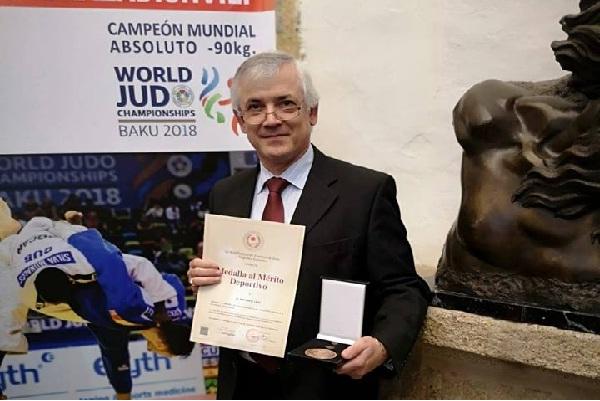 Presidente da Associação de Judo de Santarém distinguido pela Federação  espanhola 37bc66e07003a