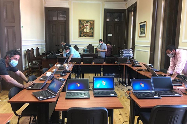 Câmara Municipal de Benavente adquire 350 computadores para alunos carenciados